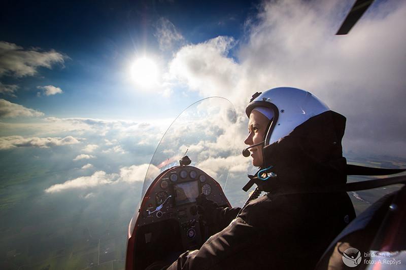 Solen, molnen luften från gyrokopterns sits.